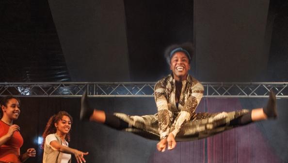 Street Circus - credit ben hopper web.jpg
